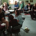 Uczestnicy szkolenia opracowują strategię radzenia sobie z konkretnymi trudnymi sytuacjami szkoleniowymi.